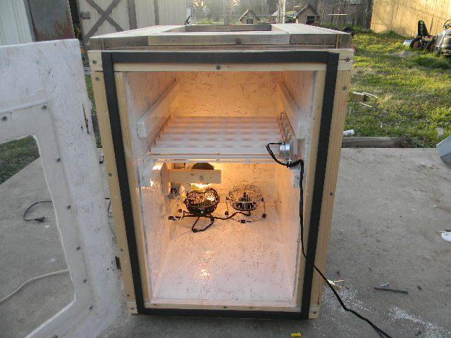 homemade cabinet incubator 007.JPG