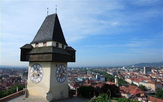 graz-clock_2162146b.jpg