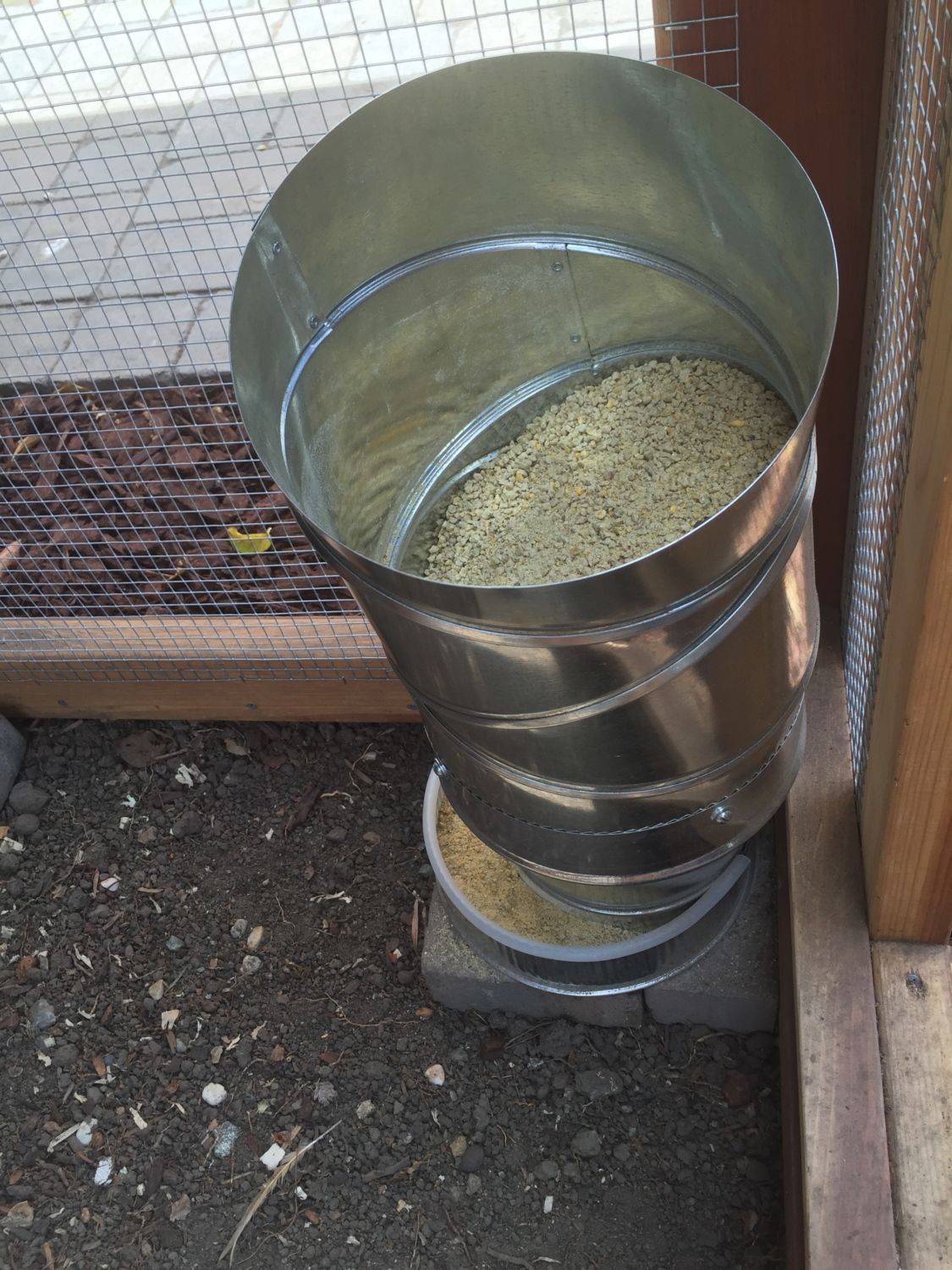 Feeder made with heating duct pipes