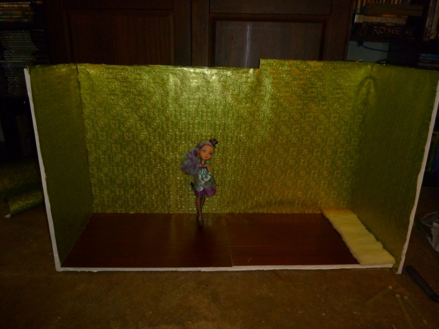 A tiny house for a tiny doll.. Ebf27949_P1020591
